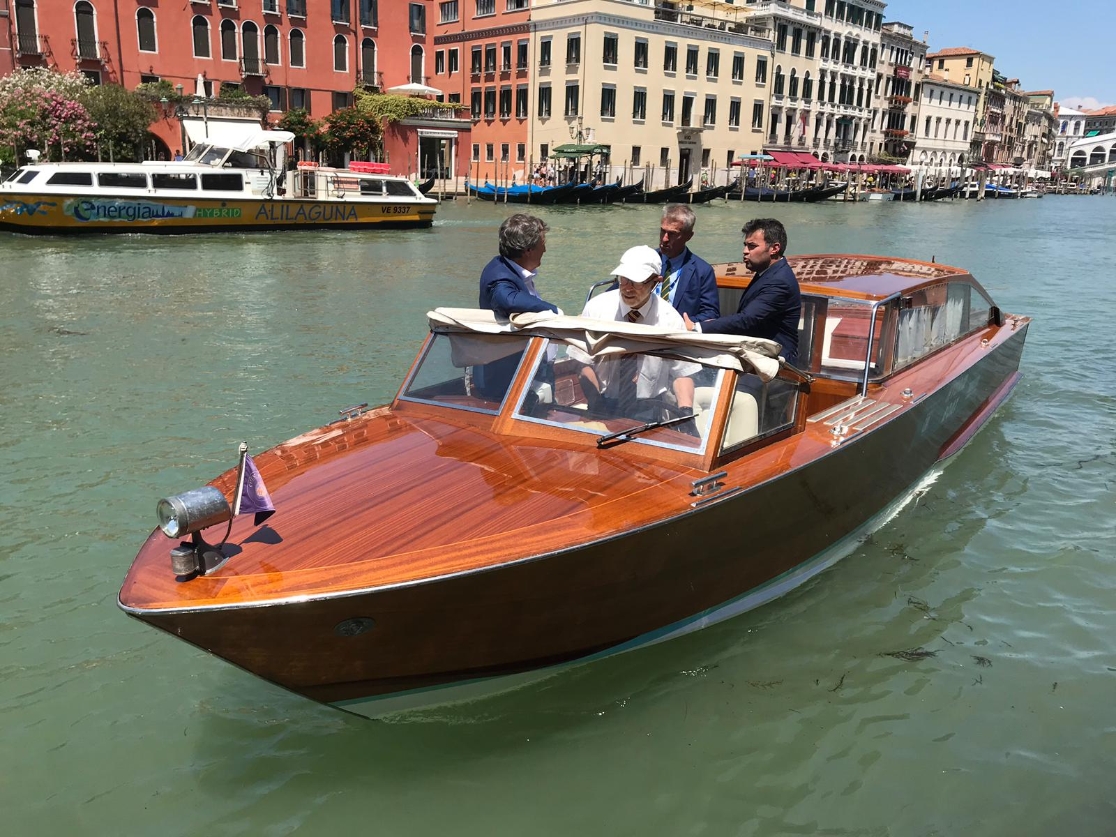 The first hybrid taxi in Venice - Transfluid